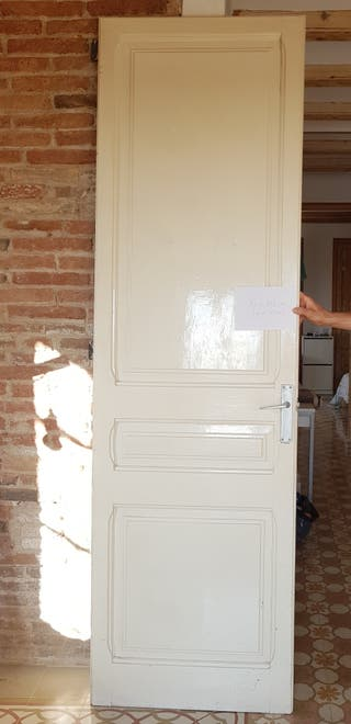 Puerta antigua de madera maciza