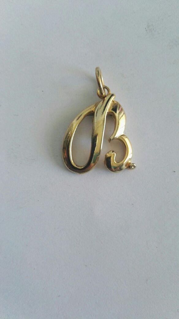 Colgante chapado oro inicial letra B
