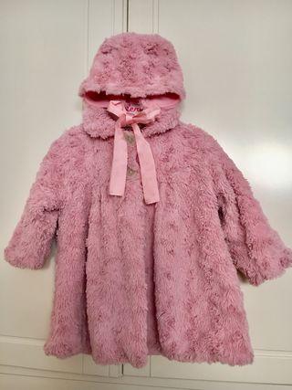 Precioso abrigo y capota pelo rosa. 12/18 meses