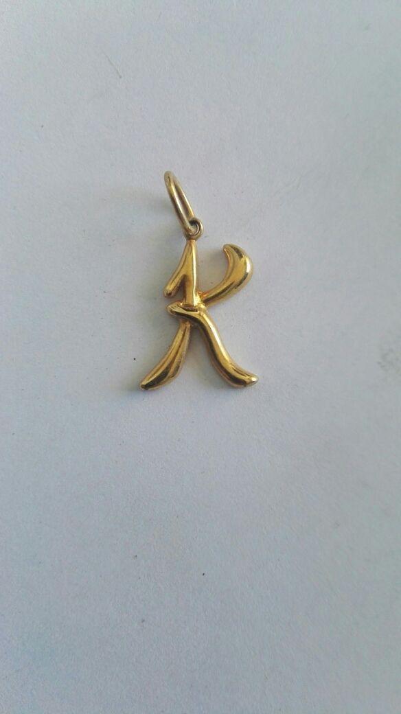 Colgante chapado oro inicial letra K