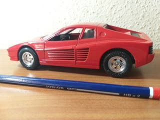 Ferrari Testarossa de juguetes mira