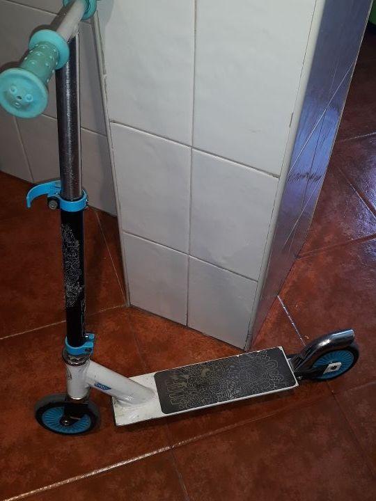 Patinete hasta 7 /8 años y regalo patines dos rued