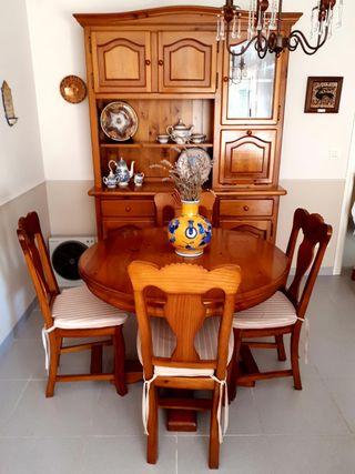 Mesa y sillas comedor de madera