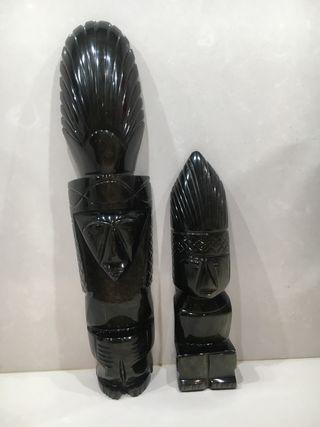 Decoración dos figuras de obsidiana