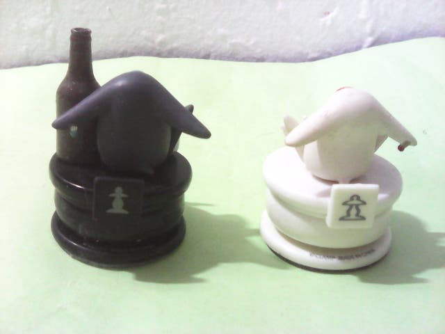Lote de dos figuras del ajedrez clamp mokonas