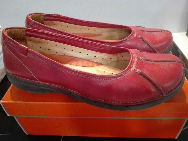 Sospechar Perforar cuenca  Zapatos rojos Clarks talla 40 de segunda mano por 12 € en Pamplona en  WALLAPOP