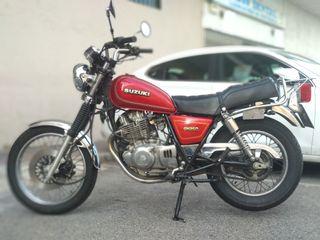 Moto clasica Suzuki GN 250.