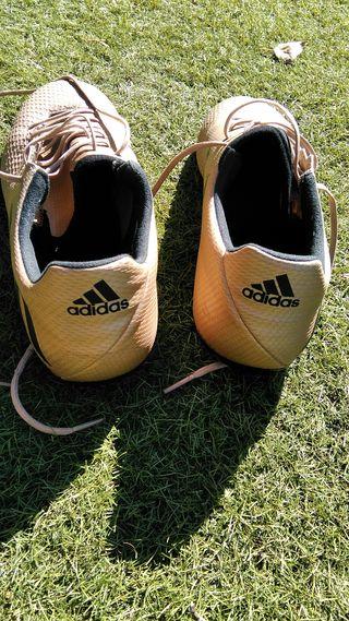 Se vende Botas Adidas en Perfecto Estado