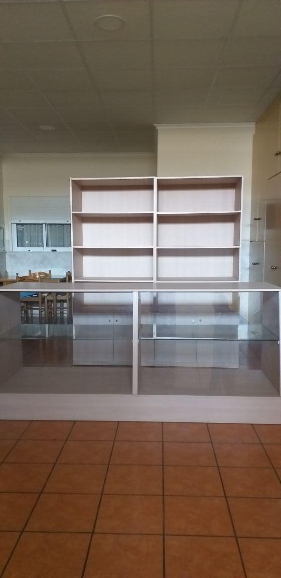muebles de panaderia y un mostrador