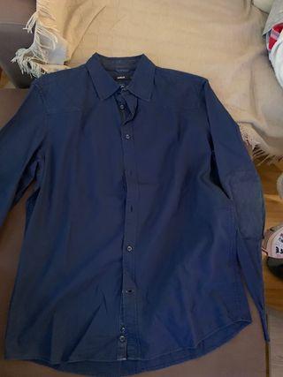 Camisa azul marino coderas