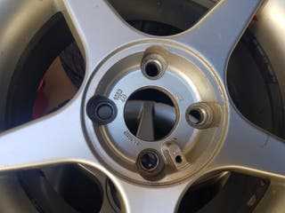 4 ruedas con neumáticos 195/50R 15