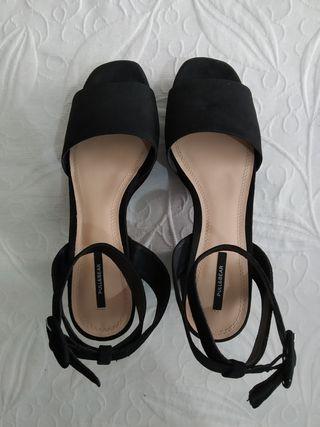 Zapato negro Pull&Bear Talla 39