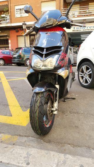 vendo Aprilia Leonardo 250cc y baúl givi