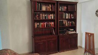 Mueble librería clásica.
