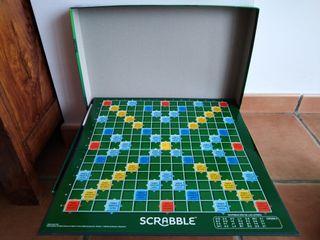 Scrabble. Juego de palabras cruzadas.