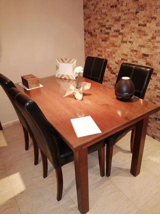 mesa + 4 sillas polipiel