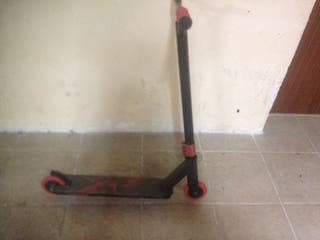 Scooter/ patinete trucos negro y rojo
