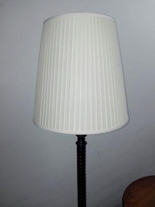 lámpara de pie hierro