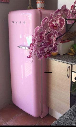 Nevera smeg rosa