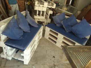 pareja de sofás de madera 40€