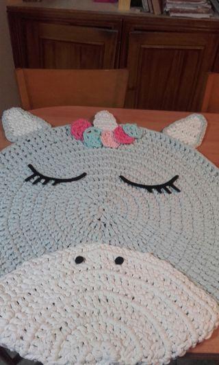 alfombra trapillo unicornio