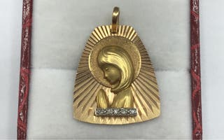 Medalla de oro de 18 kt y diamantes