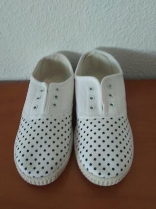 Zapatillas, zapatos y mocasín (todos nuevos)