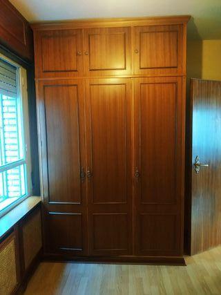 armario de madera antiguo