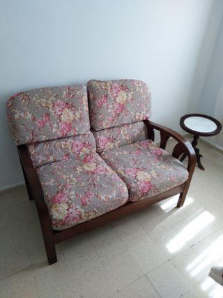 sofá de madera dos plazas