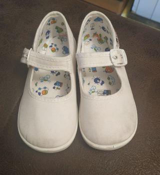 zapato blanco niña