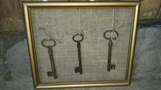 Cuadro. Marco. Cuadro con llaves antiguas.