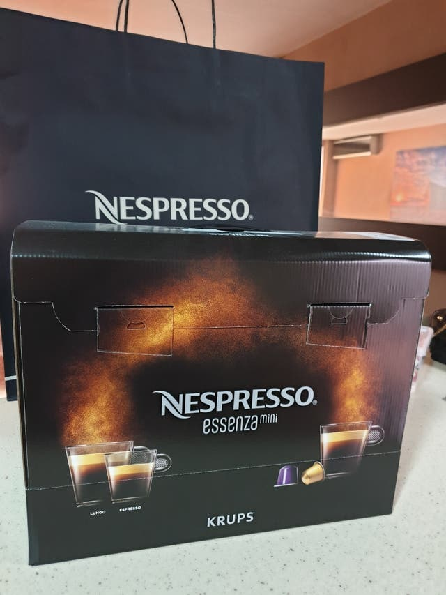 Máquina nespresso essenza mini