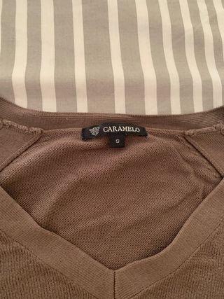 Jersey cuello pico de punto marca Caramelo