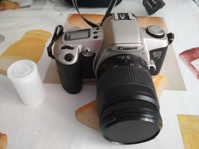 Cámara réflex analógica Canon EOS 500