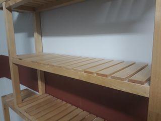 Estanterias de madera tratada para aseos