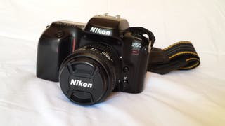 Cámara Nikon Reflex analógica