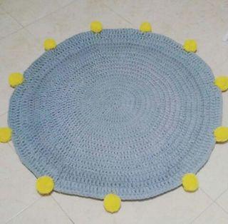 alfombra trapillo pompon