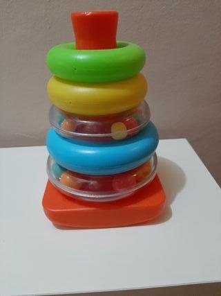 pirámide de aros de juguete