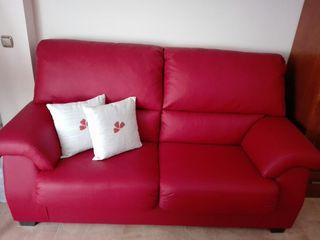 Sofá nuevo en polipiel roja
