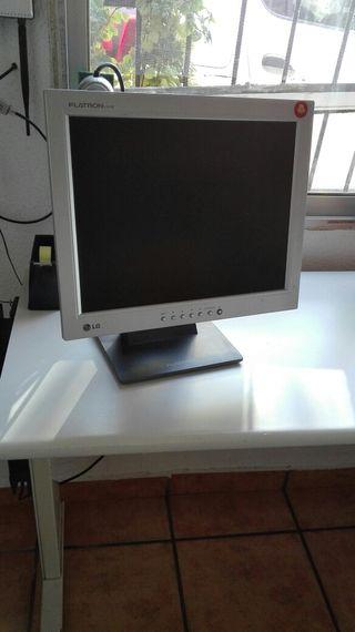 Vendo monitor, teclado, altavoces y ratón