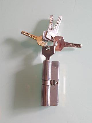 bombín puerta con 5 llaves