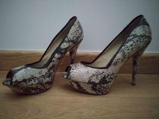 zapatos de tacón peep toe estampado pitón nuevos