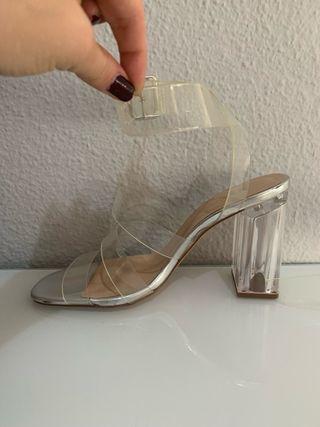 Sandalia de tacón transparente de Zara