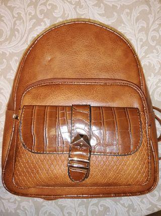 mochila piel marrón. sin estrenar