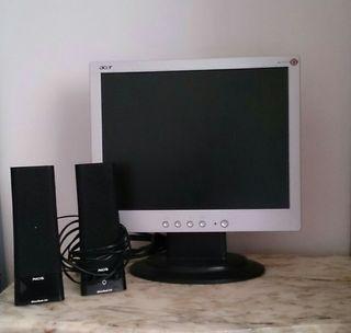 Monitor de ordenador y altavoces