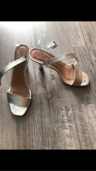 Sandalias plateadas Gloria Ortiz