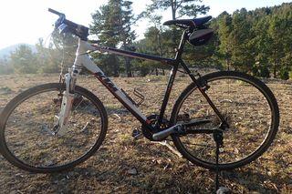 Bicicleta híbrida KTM