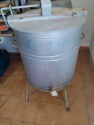 Extractor de miel manual.