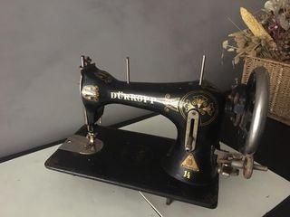 preciosa maquina de coser antigua