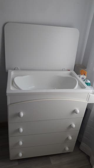 Mueble blanco cambiador bañera y jabonera Micuna